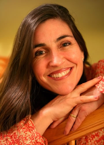 English-Spanish Voiceover Talent Rosi Amador